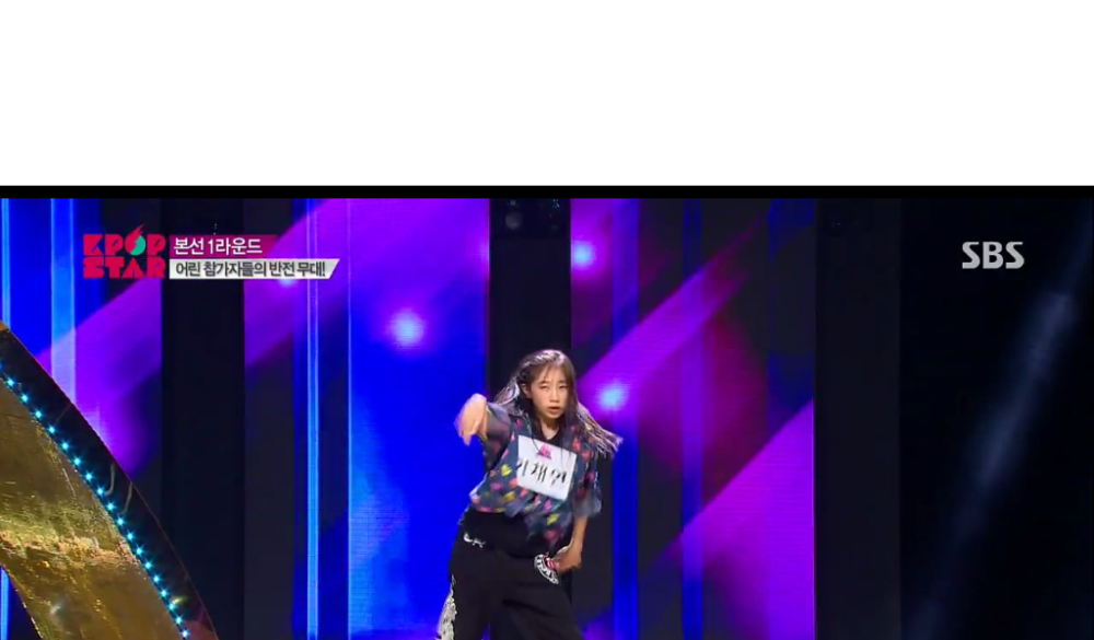 Older sister Lee Chae-Yeon popping and locking. WHAT~!